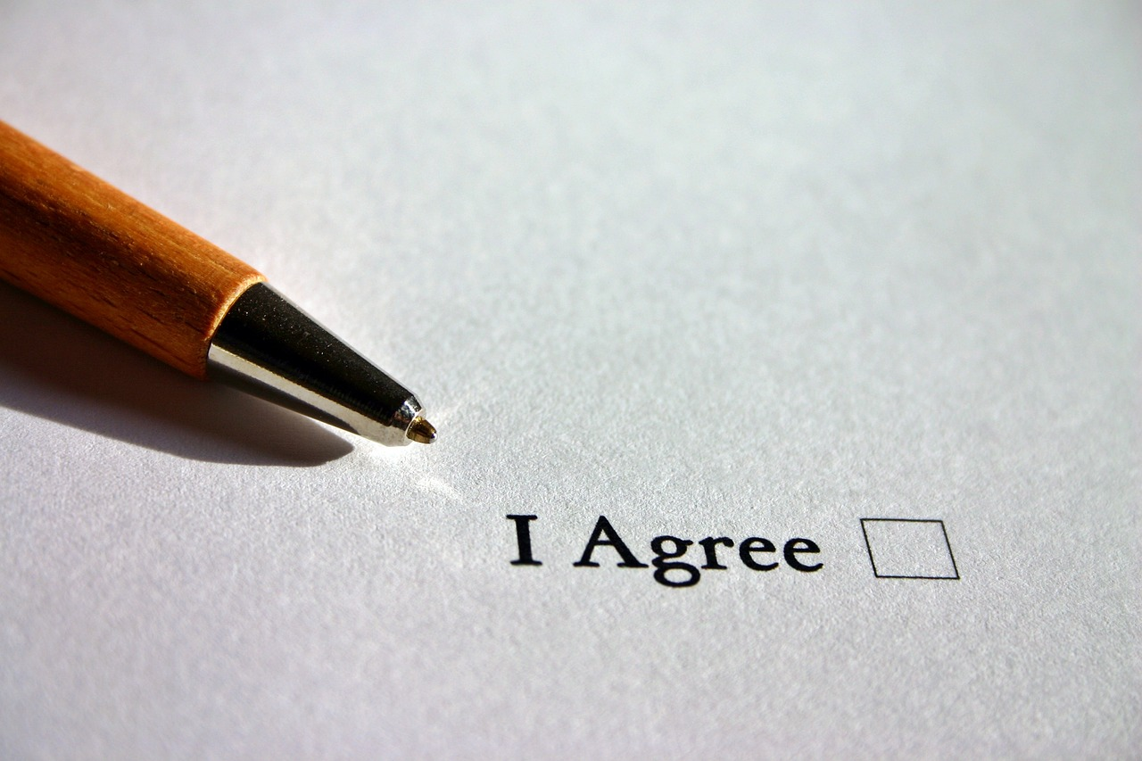 What to check before signing a moving contract