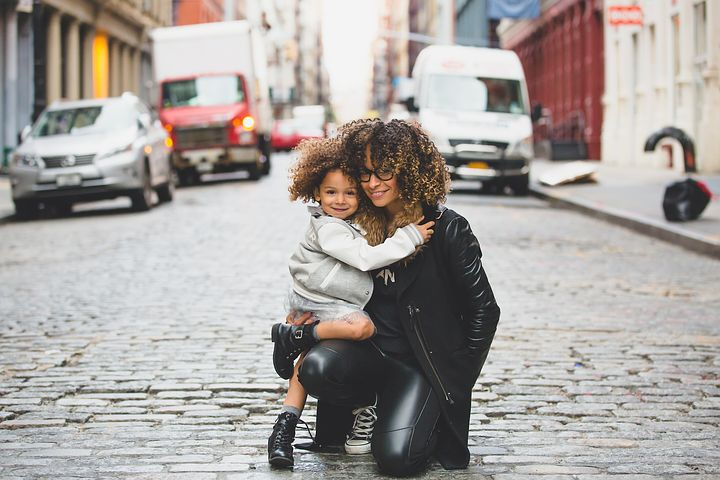 Moving to Manhattan as a single parent: Pros & Cons