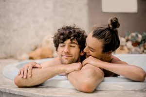 A man who has experienced moving for love enjoy with his girlfirend in a hot bath