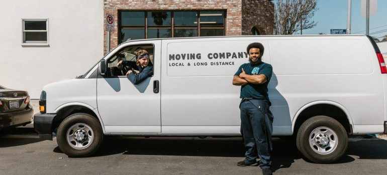 Professional movers with a van - Washington Heights
