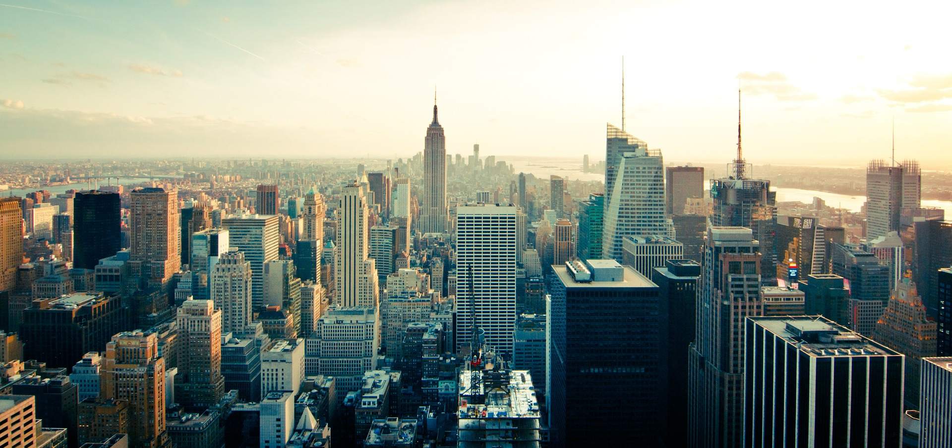 When is the cheapest time to move from Manhattan