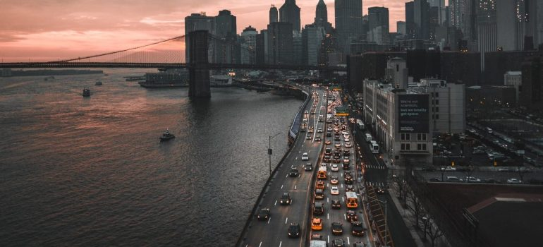 an aerial view of a traffic jam in New York that can pose an issues when moving from Harlem to Chinatown